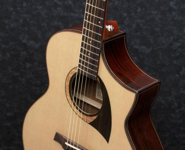 Music Passion 87 - Ibanez AEWC300N-NNB Natural Browned Burst